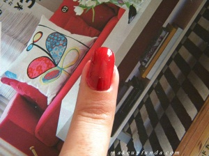 Lakme Nine to Five Long Wear Nail Color Red Queen