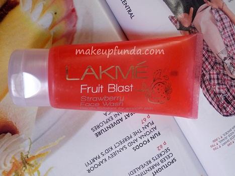 Lakme Fruit Blast Strawberry Facewash